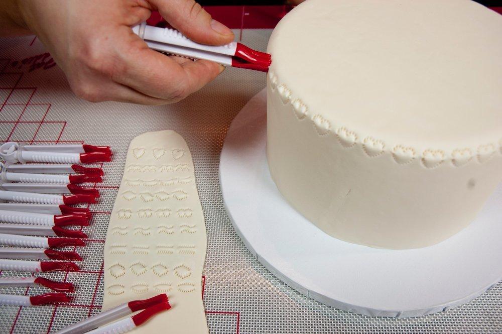 Как сделать буквы из мастики при помощи молда